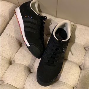 Black Addidas Samoa tennis shoes 8.5